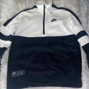 Black and white Nike sportswear 1/4 zip and pocket